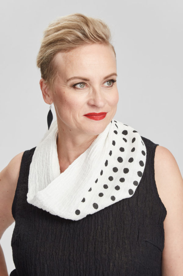 Tube scarf, dotted, white/black